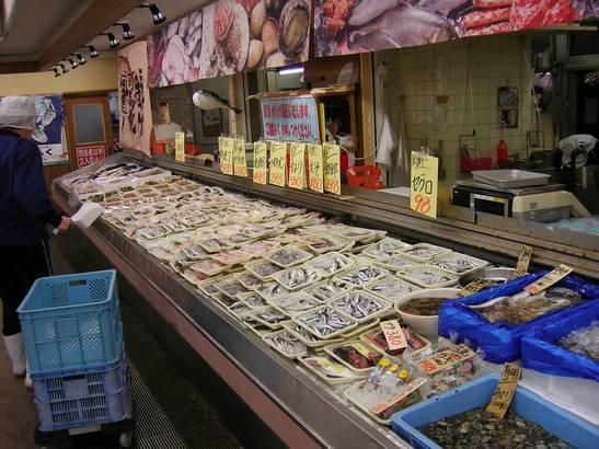 鮮魚対面コーナー 毎日新鮮なお魚が、ならびます。