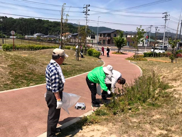 公園利用者の有志で公園管理会を組織し、清掃や樹木施肥などの活動を行なっています。(写真提供:山元復興ステーション)